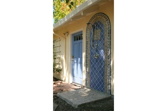 outdoor-shower-ideas-blue-tile_2a721add2b8e6efacfccb034172c657a_f1f59b09315141b0ee24ee69d69e74ce_3x2_jpg_570x380_q85