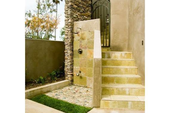 outdoor-shower-ideas-stone-tile2_1f66505dbe434c38d0d043a7b2742c6c_aa3d6055740d641255e18c5877592a0f_3x2_jpg_570x380_q85